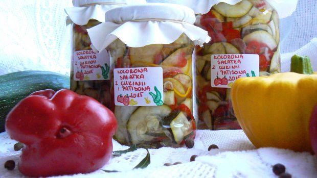 Przepis  kolorowa sałatka z patisonem i cukinią przepis