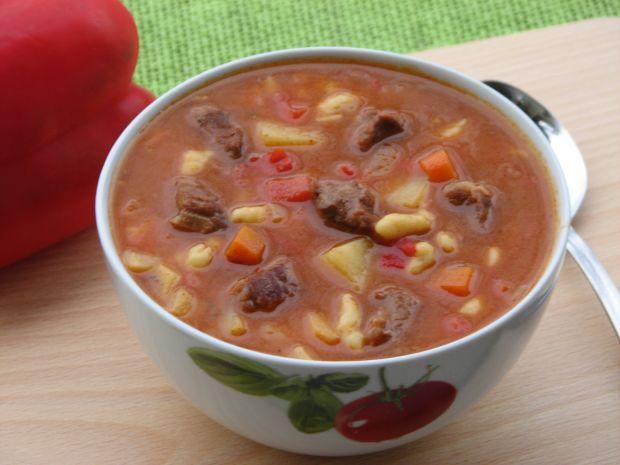 Przepis  zupa gulaszowa z zacierkami przepis
