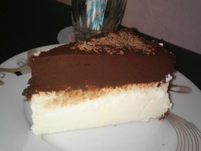 Sernik z musem czekoladowym