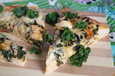 Pizza 4 sery z jarmużem