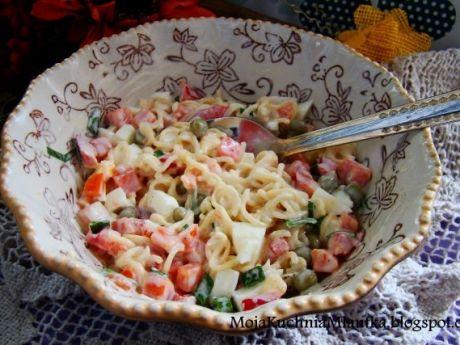 Przepis  sałatka z zupki chińskiej i warzyw przepis