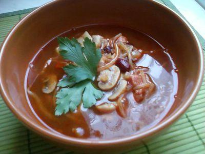Zupa z boczkiem, pieczarkami i kiełkami