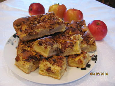 Placek z jabłkami i orzechami