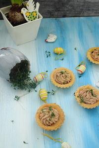 Kruche babeczki z kremem tuńczykowym
