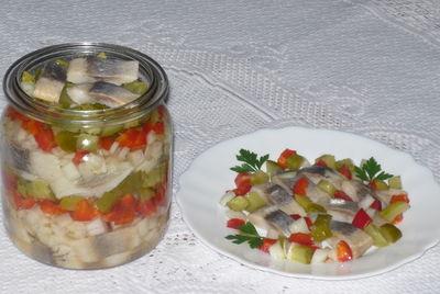 Śledzie w oleju z warzywami