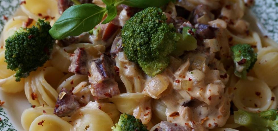 Makaron z brokułem, boczkiem i orzechami (autor: klorus ...