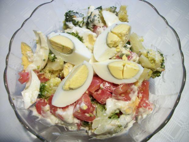 Przepis  sałatka z brokułem i jajkiem przepis