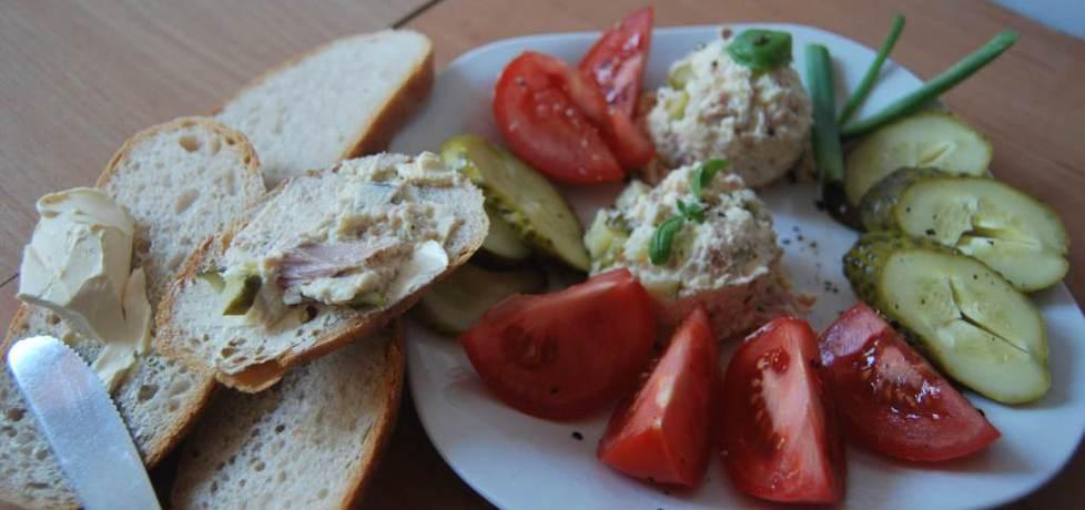 Pasta jajeczna z tuńczykiem i ogórkiem konserwowym (autor: gibli ...