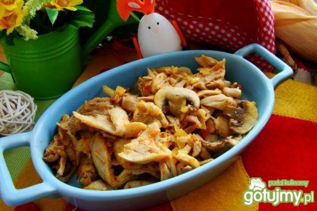 Przepis  kurczak z pieczarkami i cebulką przepis
