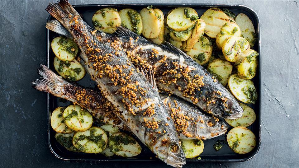 Okoń morski z grilla z masłem musztardowym, ziemniakami z grilla