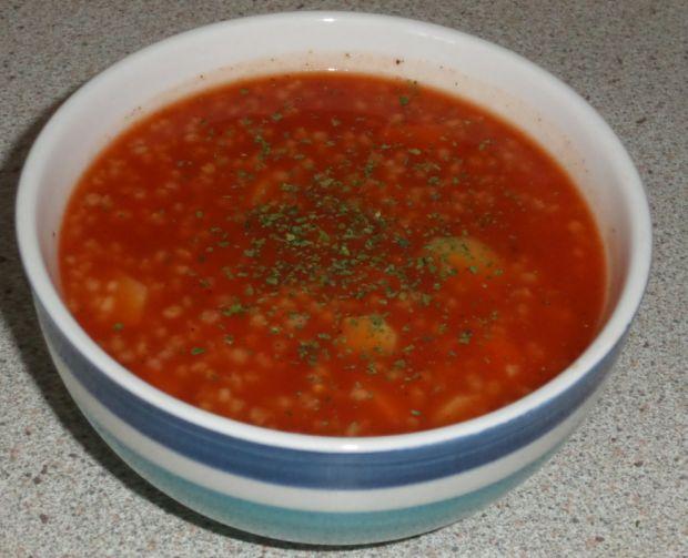 Zupy: zupa pomidorowa z kaszą