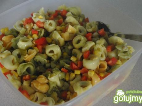 Przepis  improwizowana sałatka z tortellini przepis