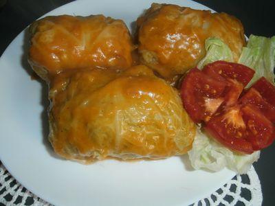 Gołąbki z kapusty włoskiej z mięsem, kaszą i ryżem