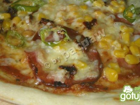 Przepis  pizza pikantna z kindziukiem i pepperoni przepis