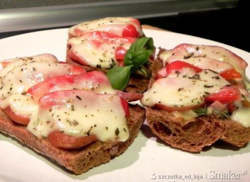 Zapiekanki razowe z mozzarellą