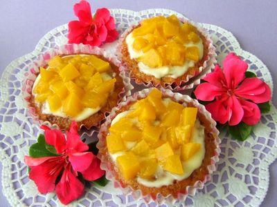Owsiane muffinki z brzoskwiniami