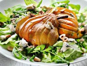 Sałatka gruszkowa z orzechami i serem