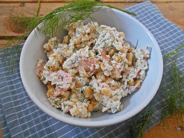 Przepis  sałatka z jaglanką i łososiem przepis