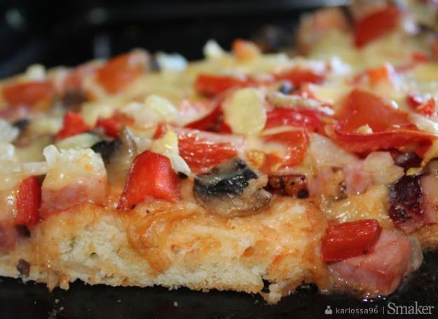 Domowa pizza na cienkim cieście