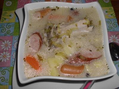 Zupa ogórkowa na żeberkach z kiełbasą