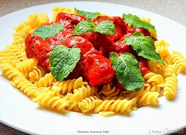Pomidorowe curry z kurczakiem i miętą