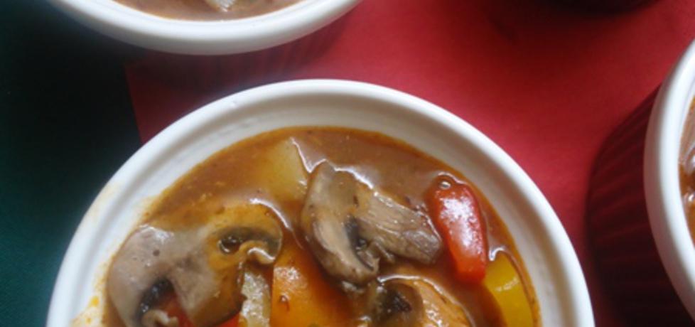 Kolorowa zupa gulaszowa z pieczarkami i chili (autor: ilka86 ...