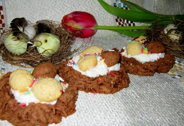 Przepis  babeczkowe gniazdeczka z jajkami przepis