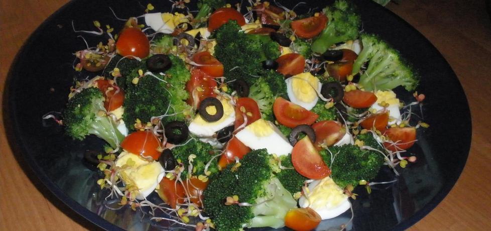 Kolorowa sałatka brokułowa (autor: cukiereczek13 ...