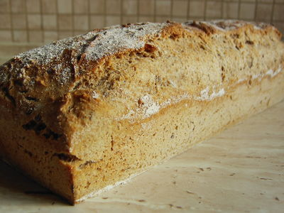 Prosty chleb pełnoziarnisty