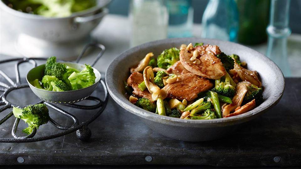 Przepis na kurczaka z warzywami z woka
