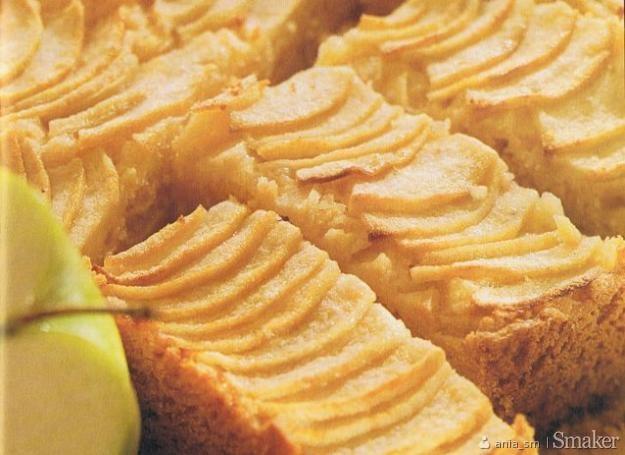 Szybkie ciasto maślankowe z jabłkami