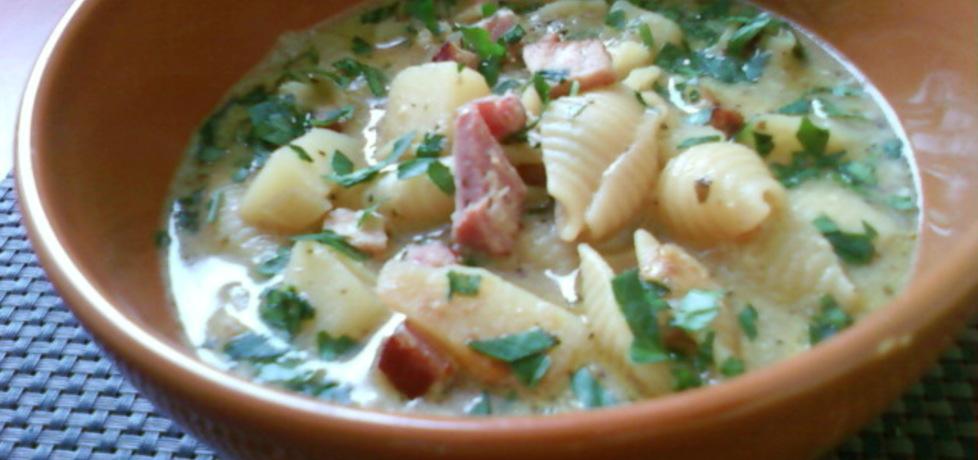 Zupa ziemniaczana z boczkiem, makaronem i pesto bazyliowym ...