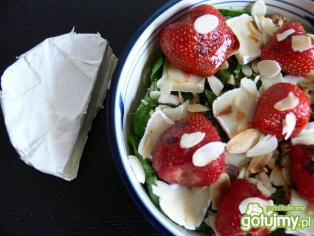 Przepis  sałatka z grillowanymi truskawkami przepis