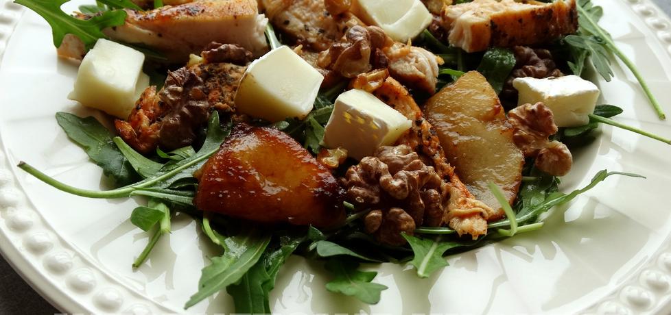 Sałatka z kurczakiem, gruszką, orzechami i serkiem camembert ...