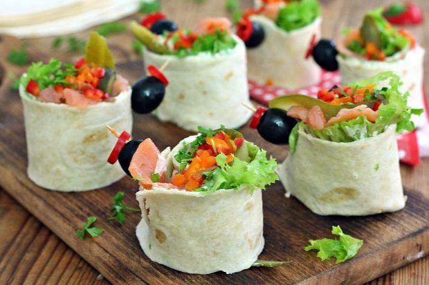 Przepis  koreczki z tortilli i łososia przepis