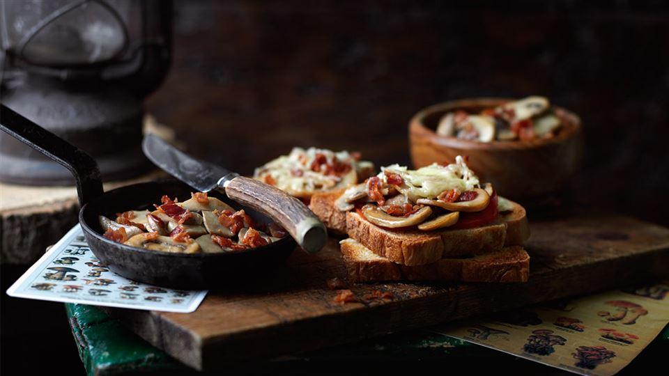 Przepis na szybkie tosty z grzybami