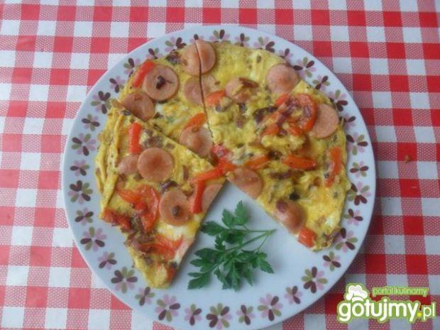 Przepis  omlet z parówkami, cebulą i papryką przepis