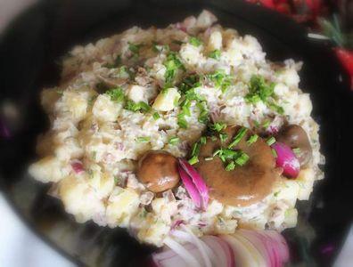 Sałatka z matiasów i rydzów marynowanych z ziemniakami ...