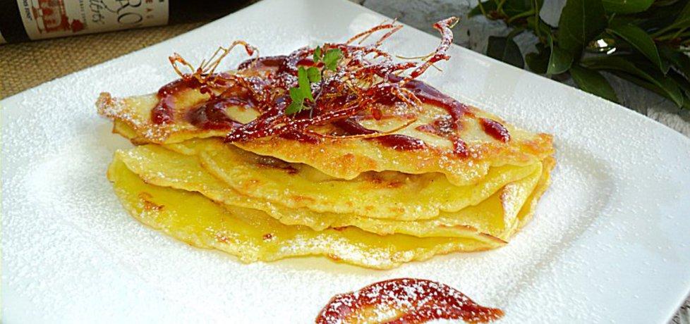 Naleśniki ze smażonymi jabłkami i sosem karmelowym (autor ...