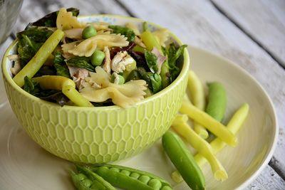 Sałatka z fasolką szparagową i makaronem