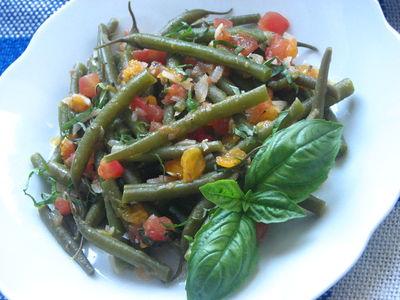 Fasolka szparagowa z czosnkiem i pomidorami