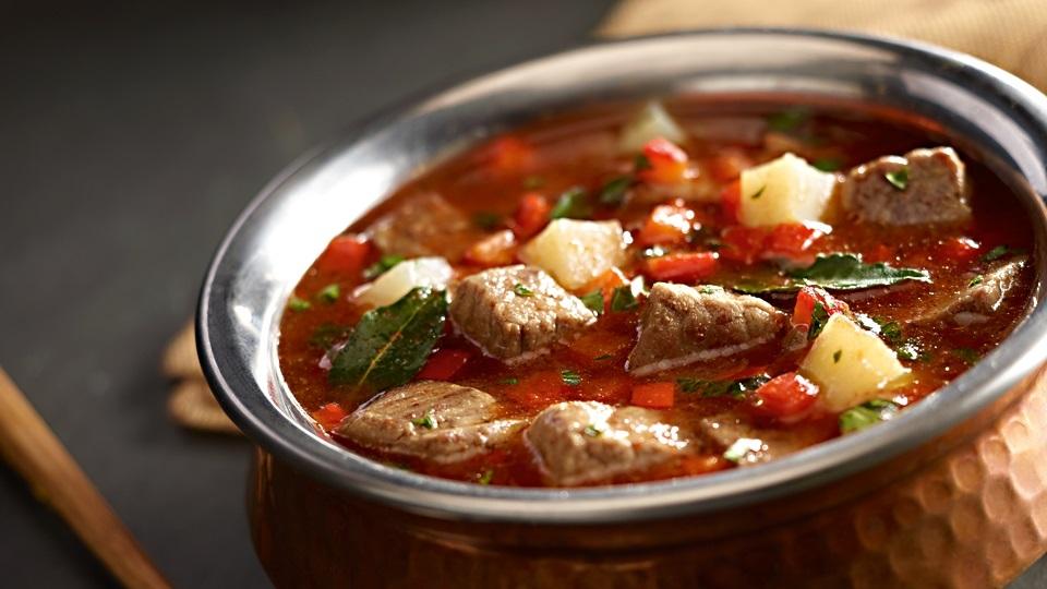 Przepis na zupę gulaszową z kminkiem i pieczoną papryką