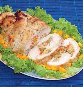 Rolada z indyka z warzywami