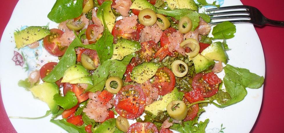 Sałatka z pomidorkami koktajlowymi i łososiem (autor: jagoda5913 ...