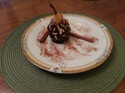 Gruszki w czekoladzie z prażonymi migdałami