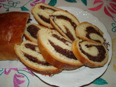 Rolada drożdżowa z nadzieniem czekoladowo