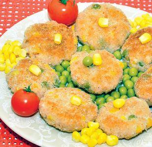 Kotleciki z łososia, kukurydzy i groszku