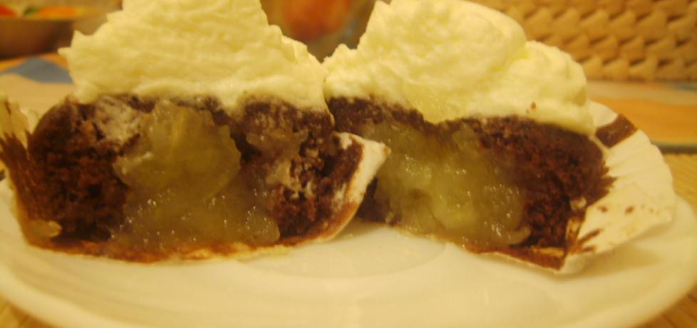 Czekoladowe mufinki z musem jabłkowym pod białą pierzynką ...