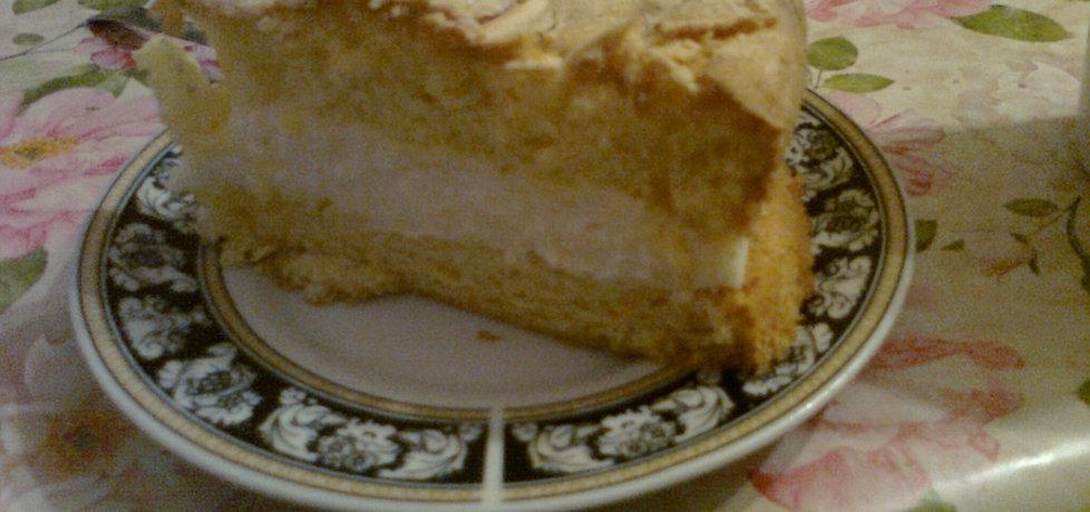 Ciasto z kremem waniliowym posypane migdałami (autor ...