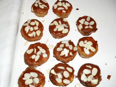 Muffinki z jabłkami i sosem karmelowym